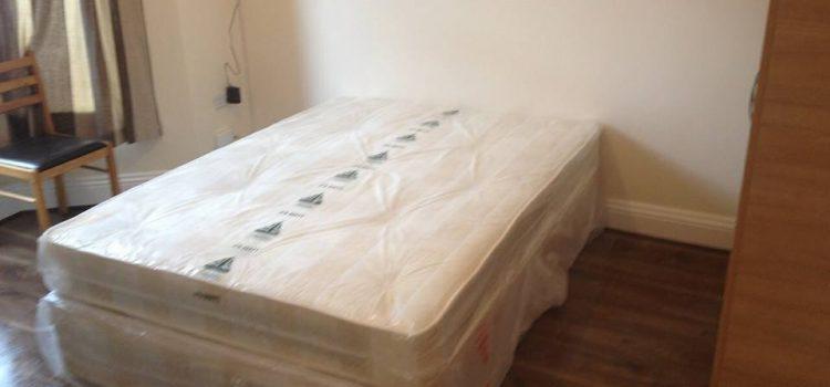 Dupla szoba kiado parnak Stratfordban es egy kisebb dupla szoba 1 fonek Upton Parkban